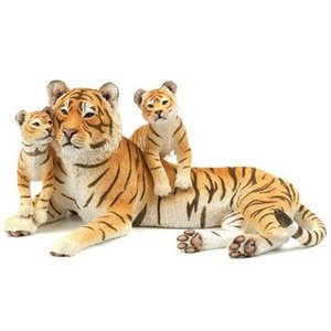 Tigress with cubs